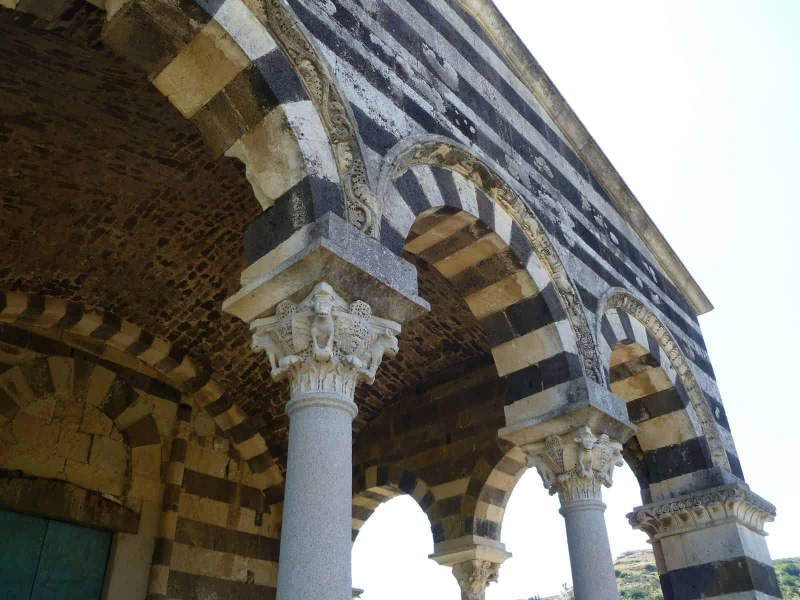 basilica_saccargia_sassari_sardegna_colonne