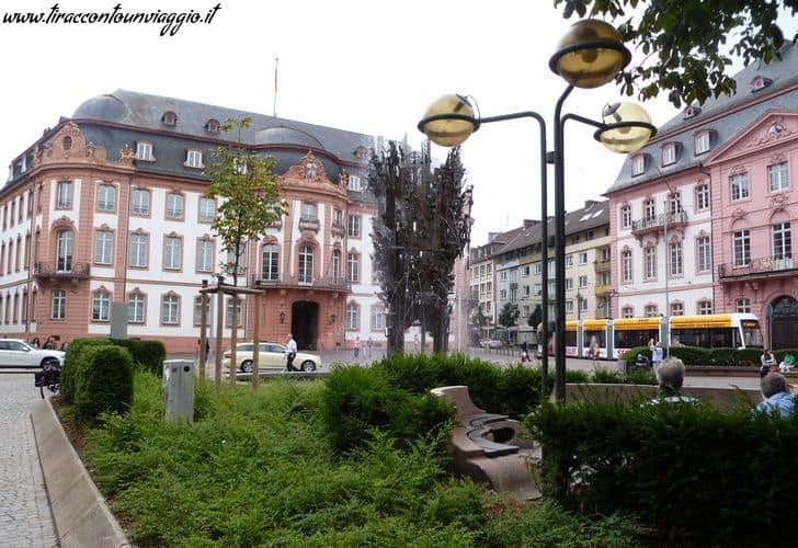 Schillerplatz_Fastnachtsbrunnen_Fontana_Carnevale_mainz_magonza