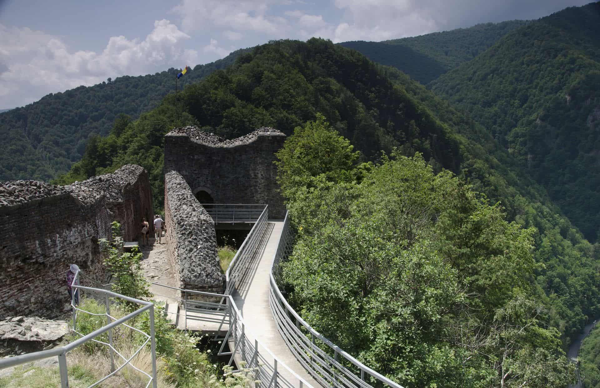 castello_poienari_valacchia_romania
