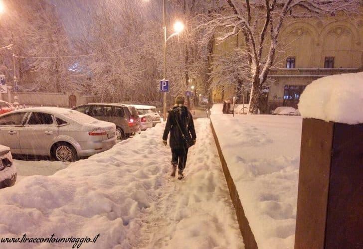 neve_camminare_bucarest_romania_freddo_dicembre