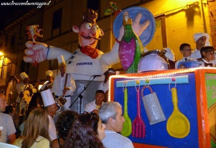 Carnevale_Bosa_estivo_maschere_carri_Karrasegare_Sardegna