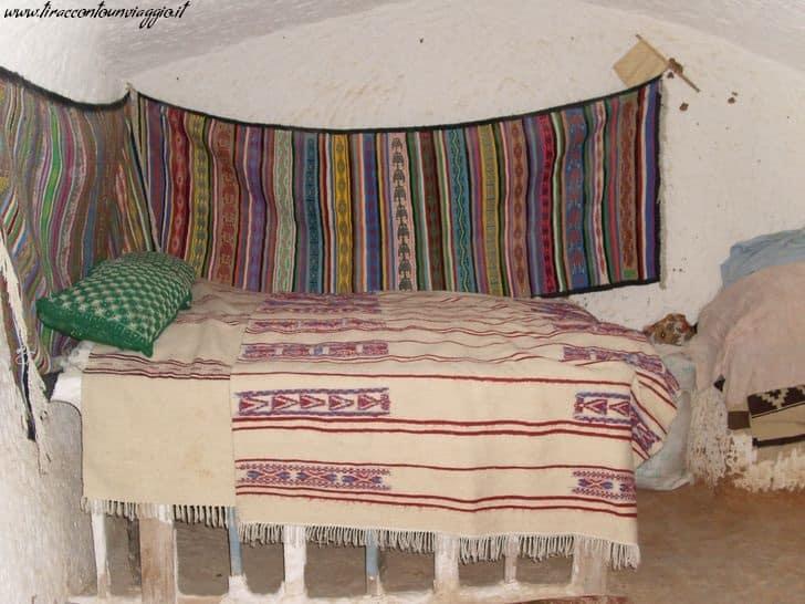 tunisia_villaggi_berberi_case_interni_letto