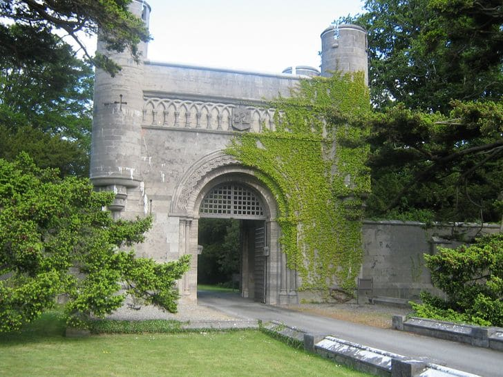Penrhyn_Castle_nord_galles_entrance
