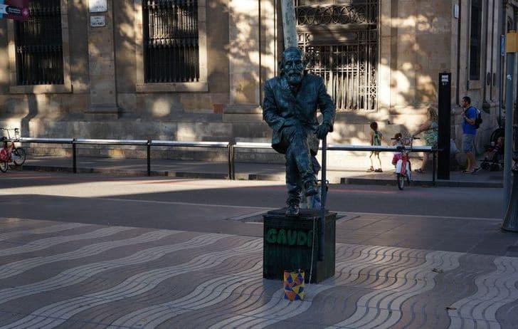 statua_vivente_gaudi_barcellona_las_ramblas