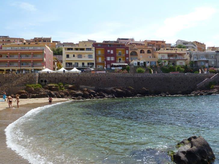 castelsardo_borgo_sardegna_spiaggia_la_marina