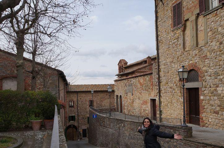 lucignano_borgo_arezzo_piazza_san_francesco