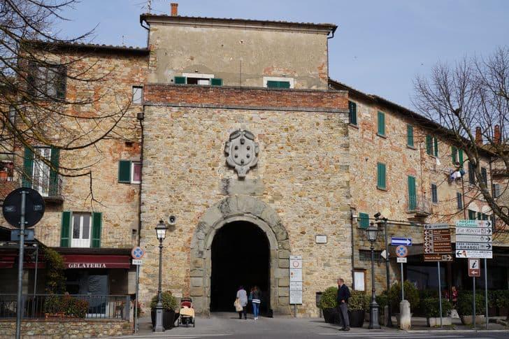 lucignano_porta_ingresso_arezzo