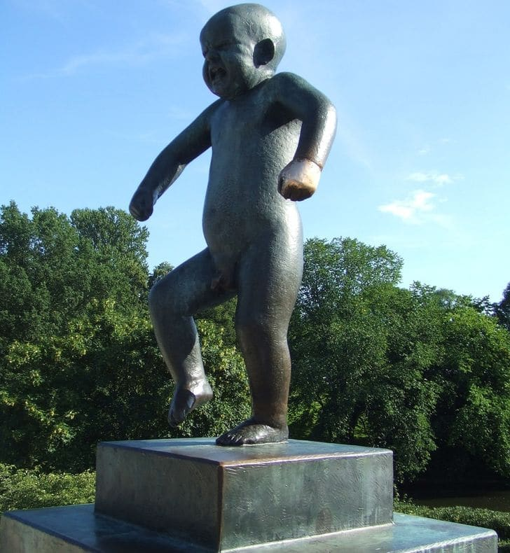 statua_Sinnataggen_bambino_arrabbiato