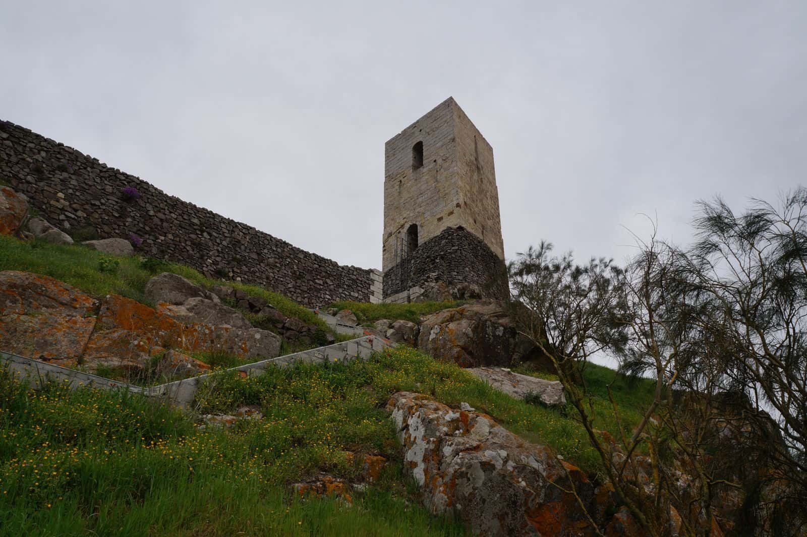 castello_medievale_osilo_malaspina_torre_quadrata